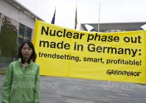 Nuclear phase out banner in front of the chancellery